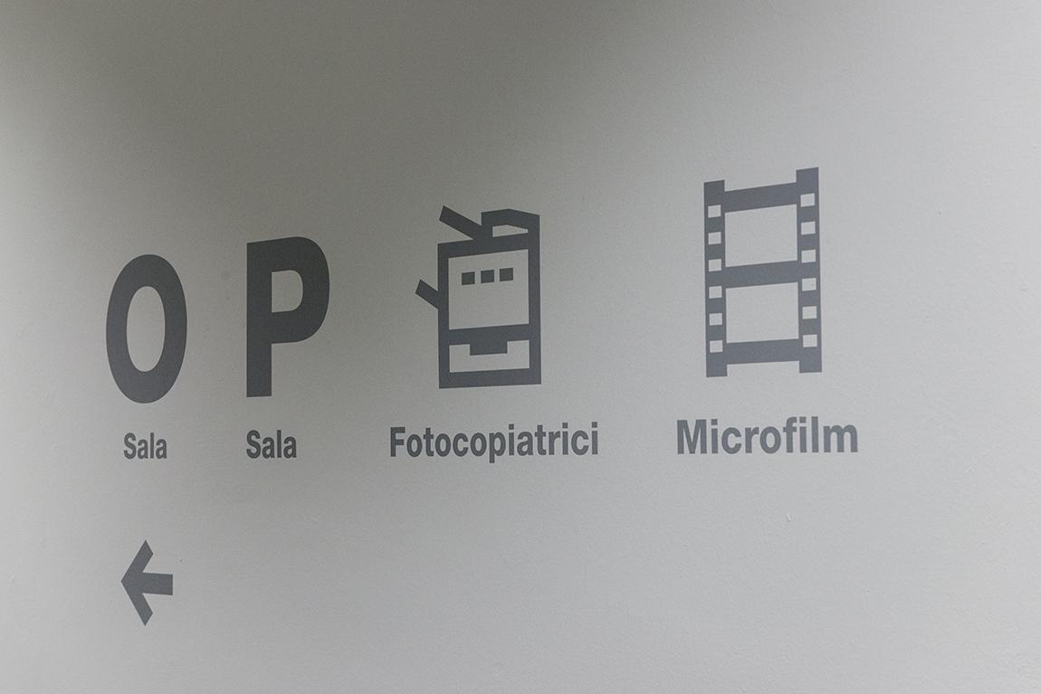 uniud-biblioteca-indicazioni-muro
