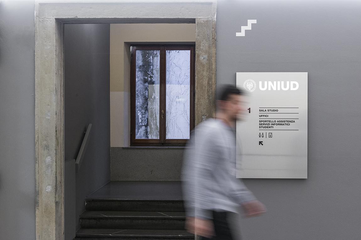 uniud-biblioteca-targa-atrio
